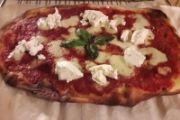 Pizza margherita con ricotta - romana bassa e croccante