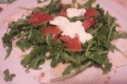 Piadina casereccia rucola, pomodori, stracchino e grana