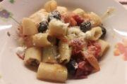 Mezze maniche pomodorini e olive
