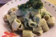 Mezze maniche cipolla e pesto di broccoletti